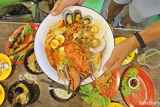 [SG EATS] Affordable Tom Yum Lobster By Abb Zabb | Golden Mile Complex